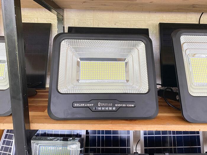 Đèn pha cao cấp năng lượng mặt trời 120W 4