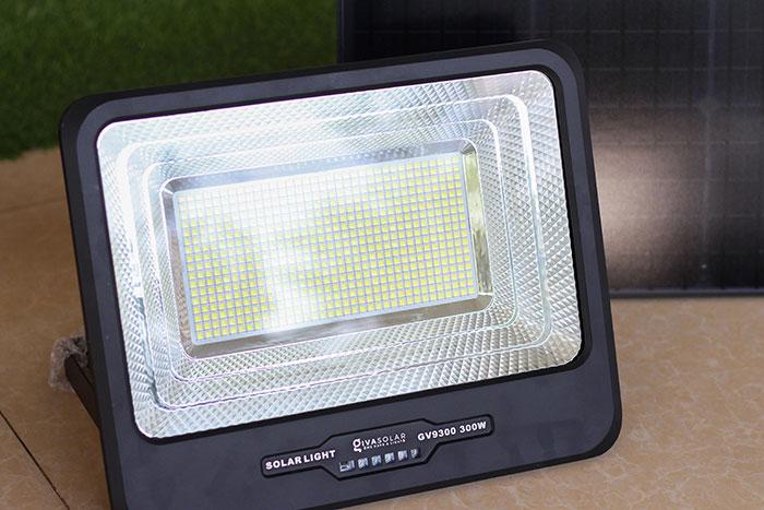 Đèn pha led chạy điện mặt trời công suất lớn 300W GV9300 6