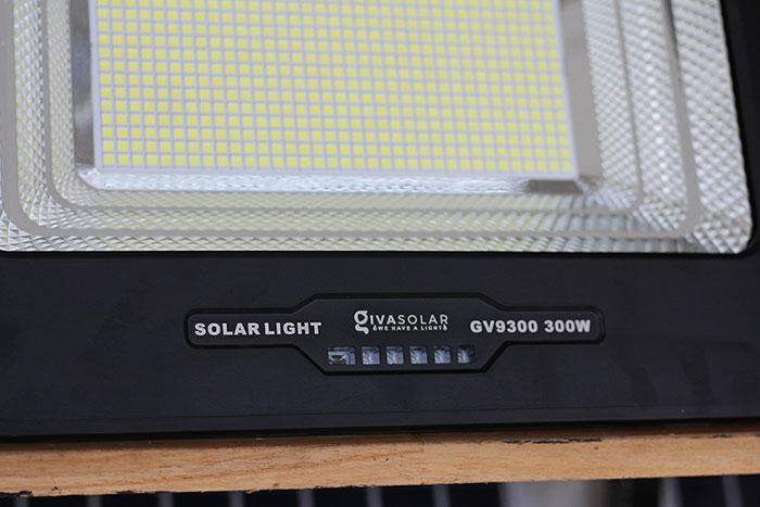 Đèn pha led chạy điện mặt trời công suất lớn 300W GV9300 8