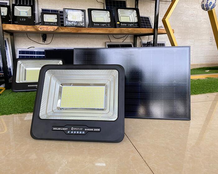 Đèn pha năng lượng mặt trời công suất lớn 200W GV9200 1