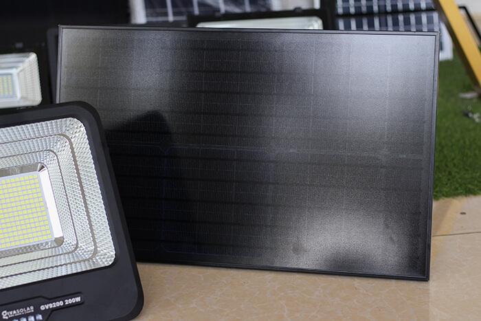 Đèn pha năng lượng mặt trời công suất lớn 200W GV9200 12
