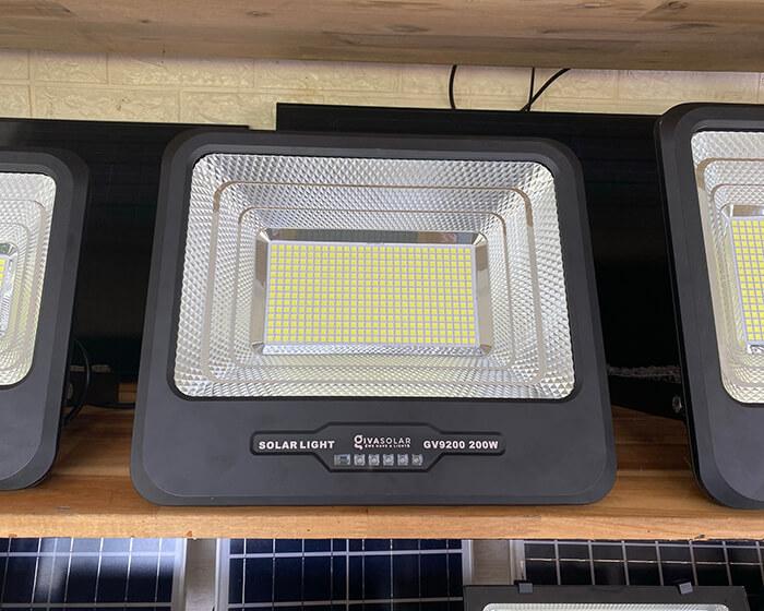 Đèn pha năng lượng mặt trời công suất lớn 200W GV9200 5