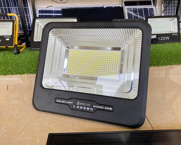 Đèn pha năng lượng mặt trời công suất lớn 200W GV9200 6