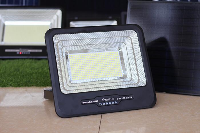Đèn pha năng lượng mặt trời công suất lớn 200W GV9200 7