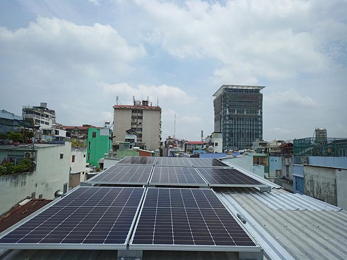 Hoàn thành hệ thống điện mặt trời hòa lưới 3,6KW cho chị Hồng Quận 5 2
