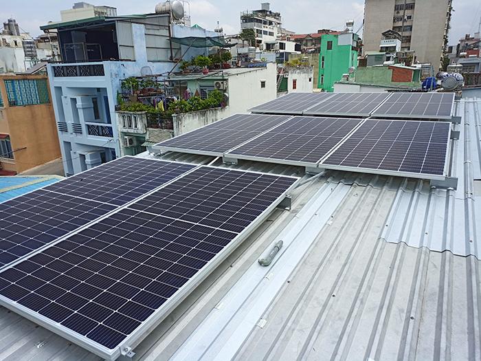 Hoàn thành hệ thống điện mặt trời hòa lưới 3,6KW cho chị Hồng Quận 5 3