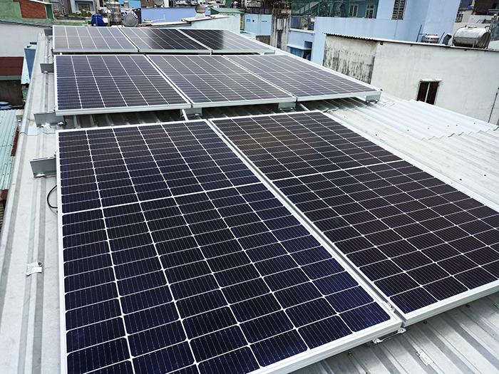 Hoàn thành hệ thống điện mặt trời hòa lưới 3,6KW cho chị Hồng Quận 5 4