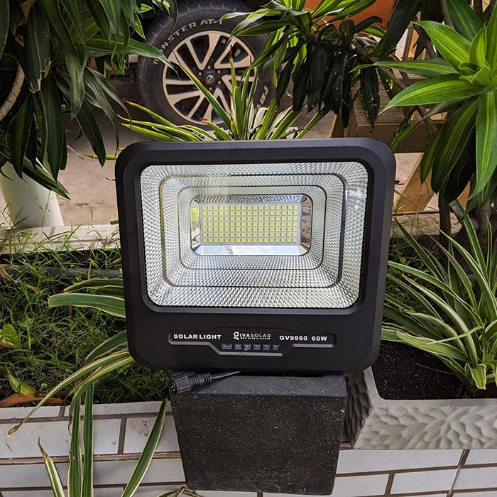 Đèn pha Led năng lượng mặt trời 60W GV9960 7