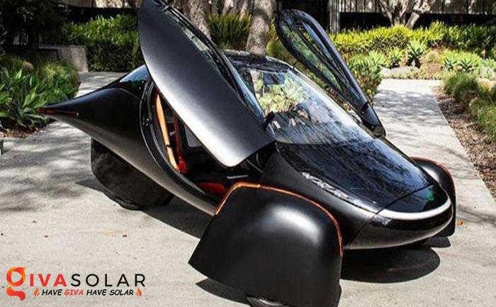 Xe ô tô chạy bằng năng lượng mặt trời